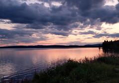 in the middel of the night (helena.e) Tags: helenae älsa husbil rv motorhome semester vacation holiday norrland sjö lake water vatten himmel sky moln cloud natt night laponia rastplats jokkmokk reflection spegling