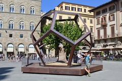 Dodecahedron and Mulberry Tree (Piedmont Fossil) Tags: italy florence piazzadellasignoria mulberry tree dodecahedron