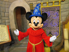 Mickey Mouse (meeko_) Tags: mickey mouse mickeymouse thesorcerersapprentice fantasia characters disneycharacters redcarpetdreams mickeyandminniestarringinredcarpetdreams commissarylane disneys hollywood studios disneyshollywoodstudios themepark walt disney world waltdisneyworld florida