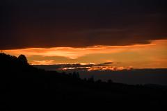 DSC_2030 (griecocathy) Tags: paysage coucher soleil ciel nuage montagne arbre noir orange jaune bleu gris crème saumoné