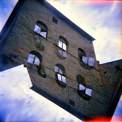 [#COTM2019] (Urca) Tags: holgalomo1201908100043 cortona italia 2019 holga lomo doppiaesposizione doubleexposure analog analogico 120 6x6 square medium multi film filmisnotdead toycamera