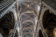 Dom Siena (andreas.zachmann) Tags: beleuchtung bogen dom gebäude gewölbe ita innenraum kathedrale kirche säulen siena toscana italien