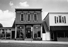 E Main St Evansville WI (Postcards from San Francisco) Tags: m2 35mmsummicroniv trix berspeed film analog wisconsin
