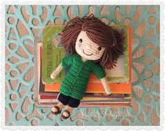 Peppermint Patty (♥ leona ♥) Tags: ♥leona♥ leona264 nikoncoolpixp510 domingo8deseptiembre muñeca muñecadecrochet muñecatejida peppermintpatty libros amigurumi