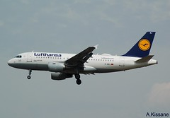 LUFTHANSA A319 D-AIBJ (Adrian.Kissane) Tags: airline airliner jet plane aircraft airbus aeroplane german germany aviation flying flight arriving sky outdoors 5293 1662018 a319 daibj frankfurt lufthansa
