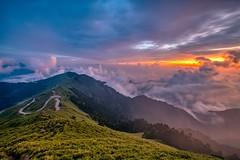 合歡山主峰~雲海夕彩~  Clouds Sunset (Shang-fu Dai) Tags: 台灣 taiwan 合歡山 主峰 3417m 雲海 seaofclouds sunset mthehuan sonya7r2 夕陽 landscape 南投 formosa 雲 雲彩 火燒雲 風景 happyplanet asiafavorites