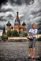 У-храма (Mikhail Lukyanov) Tags: russia moscow thecity redsquare stbasilscathedral badweather clouds girl beautiful cool architecture portrait hdr