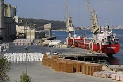 Le port d'Outao (hans pohl) Tags: portugal setubal atlantique ports harbours bateaux ships