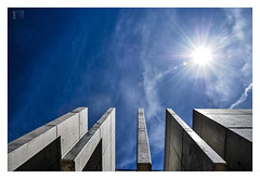 hacia la estratosfera /  towards the stratosphere (Luis kBAU) Tags: estratosfera espacio planos edificio building modern abstract abstracción azul blue sun sol concrete hormigon muros walls