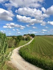 Iph8105 (gzammarchi) Tags: italia paesaggio natura pianura campagna ravenna borgomontone strada stradabianca casa cascina nuvola