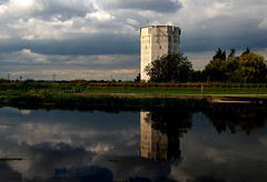 River Welland at Crowland.jpg (uplandswolf) Tags: crowland lincolnshire lincs fen fenland riverwelland river welland watertower reflection reflections