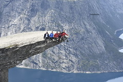 If you want to see what these guys did , look the second photo. Photo taken on the Trolltunga in Norway, Hordaland.  Sometimes you should be happy that you're only the photographer 😂😂😂😂😂 (Tommysfotografie) Tags: beautiful amazing extremeadventure adventure behindthelenslens nature mountains mountain mountainview landscapeperfection landscapephoto landscapephotography landscapeview landscape august2019 august peoplewhohike hiking scandinavia norge norway trolltungua trolltunga hordaland danger hikinghobby hike group up nofair adrenalinjunkies adrenalin adrenaline extreme extremely