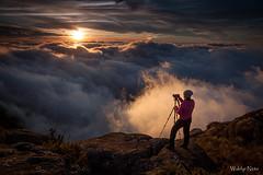 Pôr do Sol no Morro Açu (Waldyr Neto) Tags: montanhas mountains serradosórgãos nuvens parnaso entardecer sunset crepúsculo petrópolis açu morroaçu