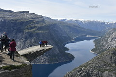If you want to see what these guys did , look the second photo. Photo taken on the Trolltunga in Norway, Hordaland.  Sometimes you should be happy that you're only the photographer 😂😂😂😂😂 (Tommysfotografie) Tags: up mountainview mountainwalk mountain mountains nofair innature anesome perfect crazy norwegen amazing beautiful outdoors outdoor august2019 august landscapephoto landscapephotography landscapeperfection scandinavia norway norge hordaland trolltungua trolltunga landscapeview hikinghobby hiking hike adrenalinejunkies adrenalin adrenaline extremely extreme