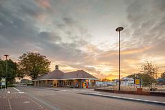 Zonsondergang op station Putten (DAPPA01) Tags: putten station pt bahnhof gare trein zonsondergang