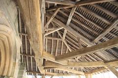 Le grand porche - Courtisols - (jptaverne) Tags: courtisols eglise charpente