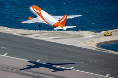 G-EZGC Airbus A319-111 GIB-LGW (IanMackie) Tags: easyjet airbus aircraft commercialairliner gibraltar gib lxgb