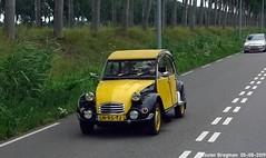 Citroën 2CV 1984 (Wouter Bregman) Tags: ln95tj citroën 2cv 1984 citroën2cv 2pk eend geit deuche deudeuche 2cv6 black yellow noir jaune rijnkade weesp nederland holland netherlands paysbas vintage old classic french car auto automobile voiture ancienne française france frankrijk vehicle outdoor