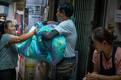 Daily Life in Chinatown (grab a pic) Tags: canoneos5dmarkiv canon eos 5d bangkok bangkokmetropolitanregion thailand 2019 yaowaratroad chinatown streetphotography outdoor outside street people portrait man women laundry