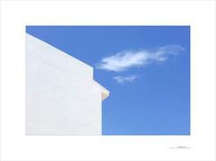 Extremo sur (E. Pardo) Tags: sur colores colors farben azul blue blau blanco weis white formas formen forms líneas lines linien luz luces light cielo himmel sky nubes volken cloud andalucia españa