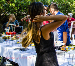 buffet et pommes d'amour (louis.labbez) Tags: 2019 août labbez femme woman cheveux rouge red pomme amour buffet restauration
