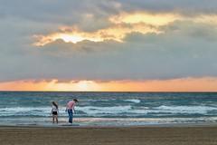 LVM: Colores en el cielo (AriCatalán) Tags: jackierueda juegolvm coloresenelcielo sky cielo beach playa sunrise amanecer