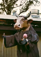 Bovine brotherhood (SSelJEFE) Tags: cow sculpture icecream funny scary statue art canon 6d 70200mm photography harmony harmonyca california