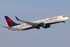 N3753 DELTA 737-832W at KCLE (GeorgeM757) Tags: n3753 delta 737832w aircraft aviation airplane airport boeing kcle georgem757 canon70d 24l