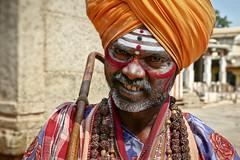 Sâdhu Virupaksha Temple (Ma Poupoule) Tags: sadhu temple virupaksha virupakshatemple inde india porträt portrait ritratti ritratto retrato regard asie asia turban