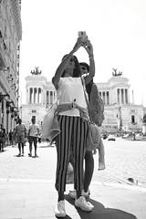 Passeggiando per Roma (Sett64) Tags: canon5d tokina tokinarmc28mm28 street blackandwhite bw roma