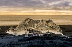 黃金冰鑽(DSC_1895) (nans0410(busy)) Tags: iceland diamondbeach glaciallake vatnajökullnationalpark breiðamerkurjökull atlanticocean 冰島 冰河湖 鑽石沙灘 傑古沙龍冰河湖 黑沙灘 黃金冰塊