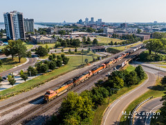 BNSF 4083 | GE C44-9W | BNSF Thayer South Subdivision (M.J. Scanlon) Tags: bnsf1007 bnsf4083 bnsf4804 bnsf5521 bnsf9037 bnsf9713 bnsfthayersouthsubdivision business c449w cargo commerce digital emd engine freight friscobridge ge hmemkck hmemkck107a horsepower landscape locomotive logistics memkck memphis merchandise mojo move outdoor rail railfan railfanning railroad railroader railway sd70ace sd70mace scanlon tennessee track train trains transport transportation ©mjscanlon ©mjscanlonphotography