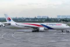 Malaysia Airlines - Airbus A330-323 / 9M-MTC @ Manila (Miguel Cenon) Tags: mas mas330 malaysia malaysiaairlines malaysiaairlinesa330 9mmtc rpll airplanespotting airplane apegroup appgroup airport aircraft airbus aviation airbusa330 airbusa333 a330 a333 planespotting ppsg philippines plane manila nikon naia d3300 wings wing window widebody widebodyjet wheel winglet wide twinengine sky