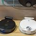 Zwei Staubsauger-Roboter in schwarz und weiß: eufy Smart Home Simplified Produkt Robovac 35C