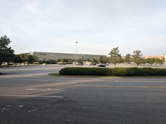 2019-08-12 19.28.08 (whiteknuckled) Tags: gwinnett place starcourt mall stranger things duluth georgia