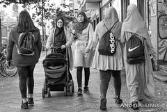 berlin ... (andrealinss) Tags: berlin bw blackandwhite berlinstreet berlinstreets schwarzweiss street streetphotography streetfotografie neukölln andrealinss 35mm