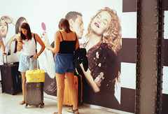 (Alessandro Venerandi) Tags: flaneur pastel 35mm filmphotography kodak kodakcolorplus200 ricoh35zf italy milanocentrale