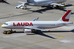 Laudamotion Airbus 320-214 OE-LMC (c/n 3063) (Manfred Saitz) Tags: vienna airport schwechat vie loww flughafen wien lauda laudamotion airbus 320 a320 oelmc oereg