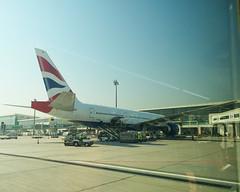 Airline: British Airways / Aircraft: Boeing 777-200ER / Location: Dubai international airport / Aircraft registration: G-VIIH (phanphuongphi) Tags: speedbird britishairways boeing boeing777 boeing777200er oneworldalliance oneworld