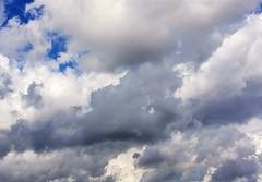 A tapar el cielo (irdepaso) Tags: nubes cielo tiempo firmamento tempestad clima climatologia lluvia