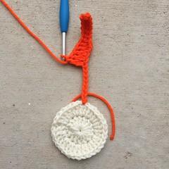 edc in next 5 chs (crochetbug13) Tags: crochet crocheted crocheting crochetflower crochetdaisy diymakers dayofthedead crochetflowerapplique