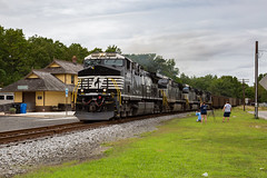 Heavy Freight by the Tourist Op (sully7302) Tags: norfolk southern ns conrail shared assets ca51 south jersey operations cape may county seashore lines urhs station pennsylvania reading passenger freight coal empty 781 ge ac44cc6m train urban transport transportation railroad railway