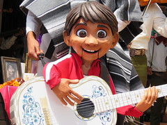 Miguel (meeko_) Tags: miguel rivera miguelrivera puppet hector hectorrivera coco pixar mariachi cobre mariachicobre presents story thestoryofcoco mariachicobrepresentsthestoryofcoco band show entertainment mexico mexicopavilion worldshowcase epcot themepark walt disney world waltdisneyworld florida