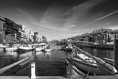 Darse de Confluence, Lyon (Laetitia.p_lyon) Tags: fujifilmxt2 lyon confluence noiretblanc nb blackandwhite bnw bw monochrome monochromatic darse bateau boat voilier