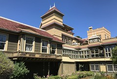 #WinchesterMysteryHouse #SanJose #California (Σταύρος) Tags: hot sunnyday exterior norcal cali winchester oldhouse california winchestermysteryhouse sanjose kalifornien californië kalifornia καλιφόρνια カリフォルニア州 캘리포니아 주 californie northerncalifornia カリフォルニア 加州 калифорния แคลิฟอร์เนีย كاليفورنيا 1884 mansion