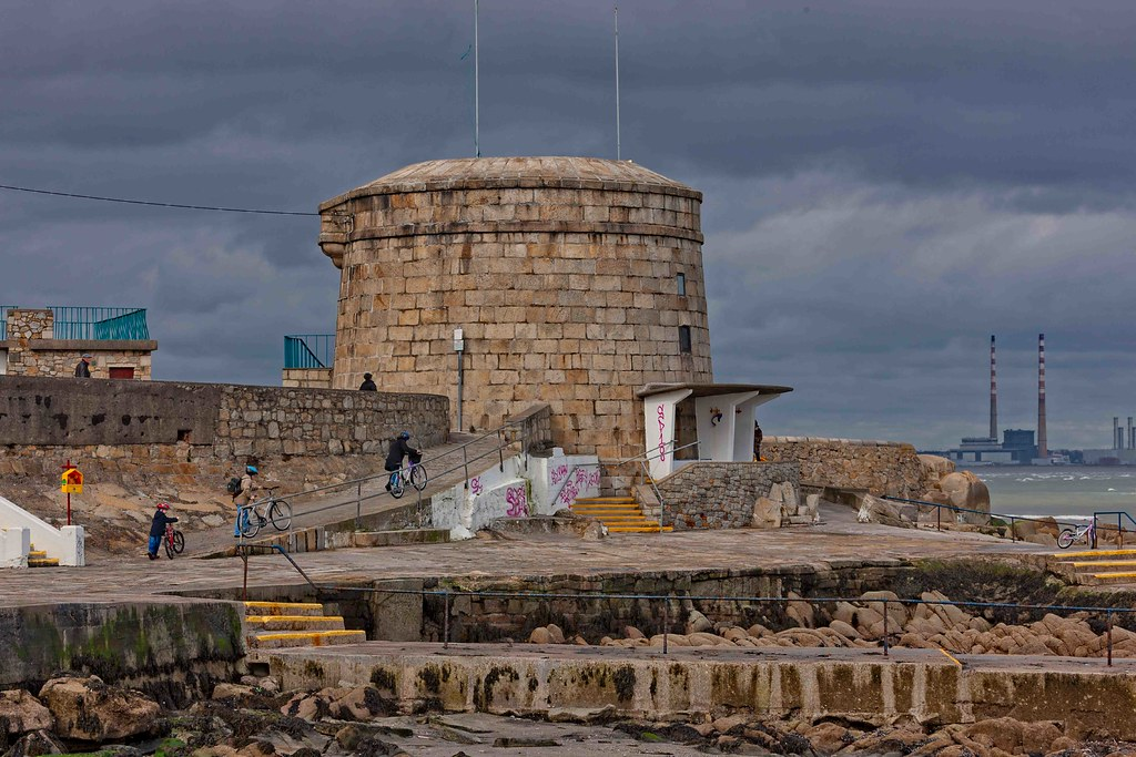 SEAPOINT AND THE MARTELLO TOWER [OLD PHOTOGRAPH - 16 MARCH 2008]-155645