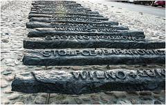 189-DETALLE DEL MONUMENTO A LAS VÍCTIMAS DE LA INVASIÓN SOVIÉTICA - VARSOVIA (--MARCO POLO--) Tags: monumentos ciudades curiosidades