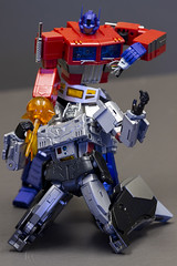 One shall stand, one shall... GIVE ME YOUR FACE! (Mike - drowning in plastic) Tags: g1 transformers optimus prime megatron truck gun face battle toys jfigure action figure mech fight violence 3rd party ko unlicensed freedom dynastron thf ms01