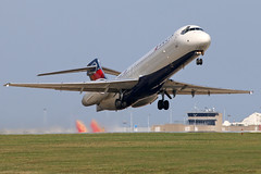 N948AT DELTA 717-200 at KCLE (GeorgeM757) Tags: n948at aircraft aviation airplane airport boeing kcle clevelandhopkins canon70d georgem757 717200 takeoff 24r airtran
