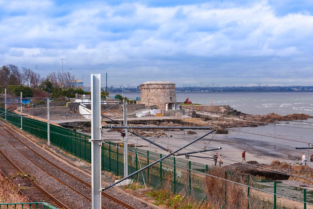 SEAPOINT AND THE MARTELLO TOWER [OLD PHOTOGRAPH - 16 MARCH 2008]-155647